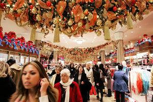 美國人消費持續漲 個人儲蓄率創十年新低