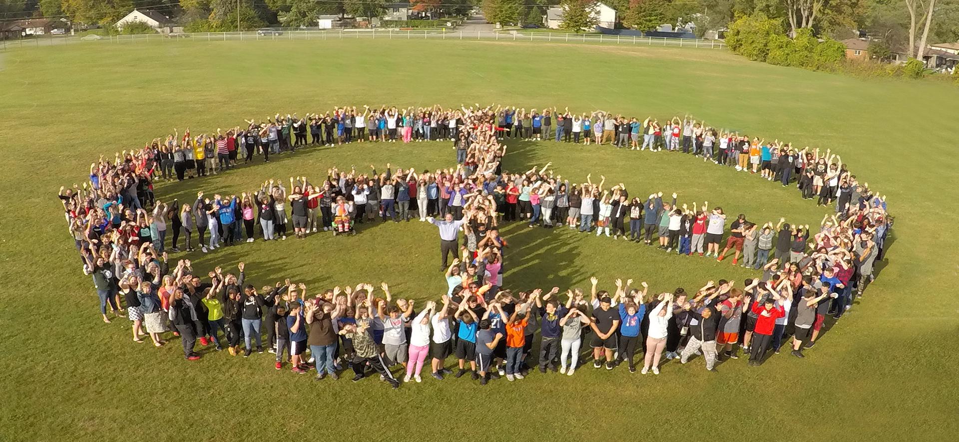 密歇根州加登市高中(Garden City High School,如圖)四名學生送校警聖誕禮物,感動十幾萬網友。(圖片來源:加登高中網站)