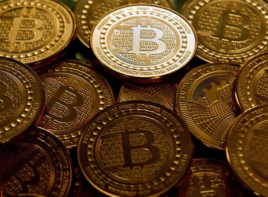 9月4日,中共央行等7家官方機構發佈了關閉中國虛擬貨幣交易平台的決定,包括比特幣。(Karen BLEIER/AFP)