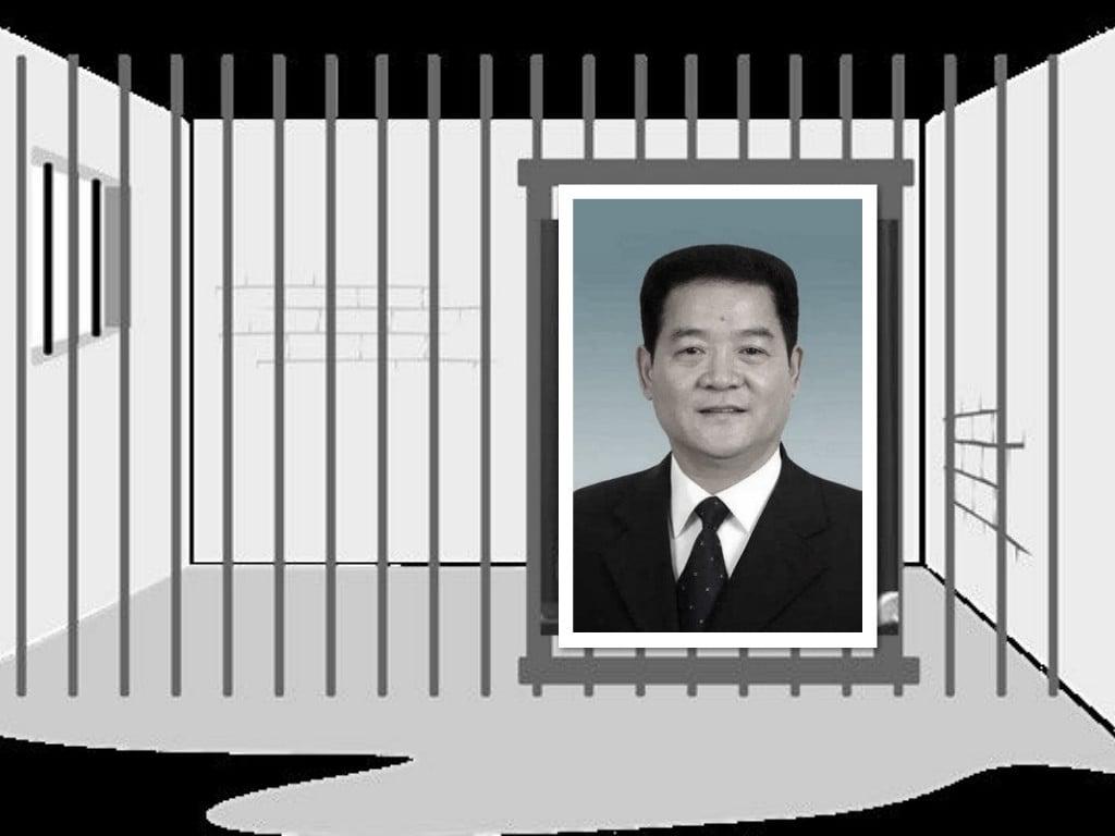 中共陝西省人大副主任、西安市前書記魏民洲落馬前,在自家門前栽種了大量竹子(諧音「阻止」),企圖破除被調查的命運。(大紀元合成圖)