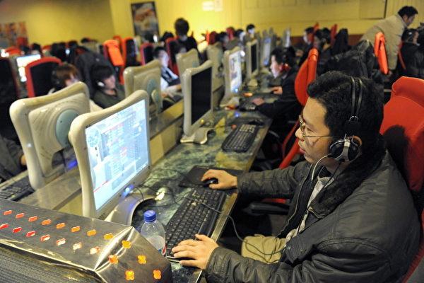 美國智庫2015年的研究報告曾指,在研究涉及的65個國家中,中國大陸的網絡管制措施最為嚴厲。圖為北京一家網吧。 (LIU JIN/AFP/Getty Images)