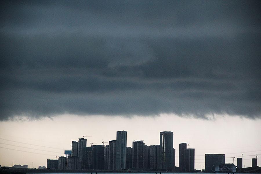 有觀點認為,中國一線城市出現了人口、土地、資源、環境的四個「難以為繼」。(Getty Images)