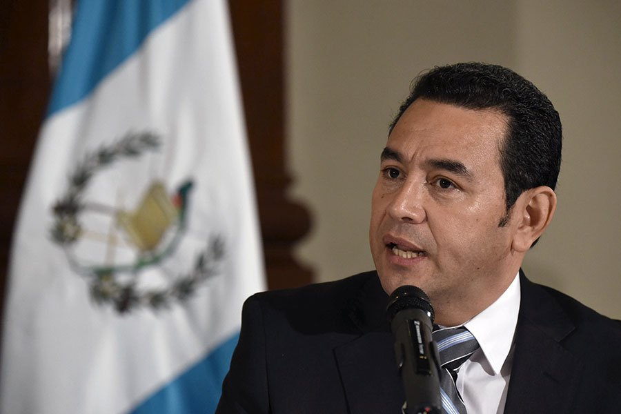 危地馬拉總統莫拉萊斯(Jimmy Morales)周日(12月24日)在Facebook上發表聲明說,他剛剛與以色列總理內塔尼亞胡交談,決定指示外交部將危地馬拉大使館由特拉維夫遷移往耶路撒冷。(JOHAN ORDONEZ/AFP/Getty Images)