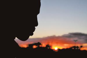 歧視黑人 源於進化論遺毒