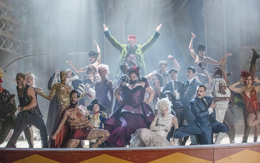 《大娛樂家》講述馬戲團的開山始祖巴納姆招攬各類奇人,如長鬍子的女人、宛如巨人的男子等,共組表演團隊,把歡樂和希望帶給全世界。