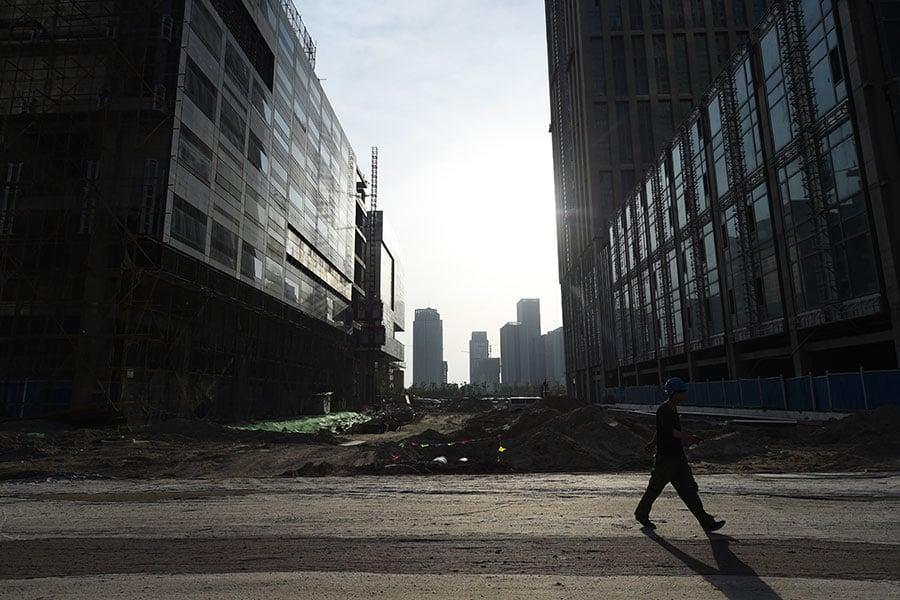 國際結算銀行(BIS)近日的評估報告顯示,顯示,中國大陸的債務規模和償債負擔都已經進入紅色區域。(GREG BAKER/AFP/Getty Images)