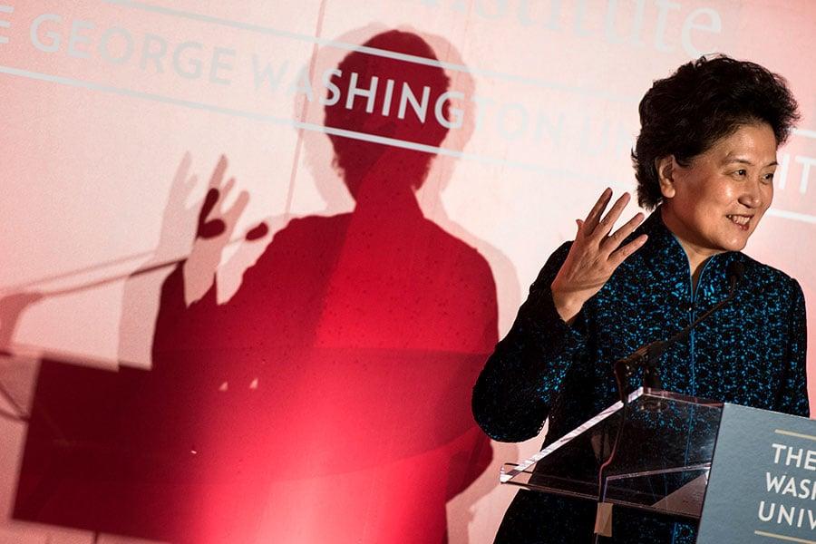 圖為中共副總理劉延東2013年在喬治.華盛頓大學孔子學院講話。(BRENDAN SMIALOWSKI/AFP/Getty Images)