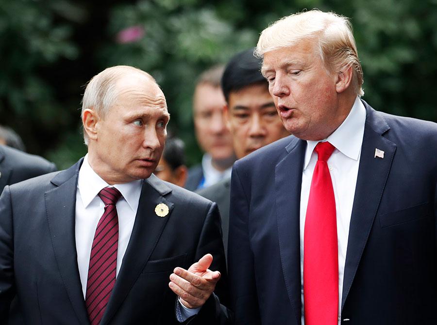 克里姆林宮星期六表示,俄羅斯總統普京在發給美國總統特朗普的賀年電報中,強調美俄兩國要「務實合作」。(JORGE SILVA/AFP/Getty Images)