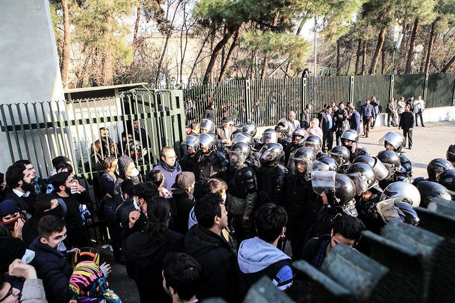 伊朗示威者喊獨裁者去死 特朗普:高壓政權必倒