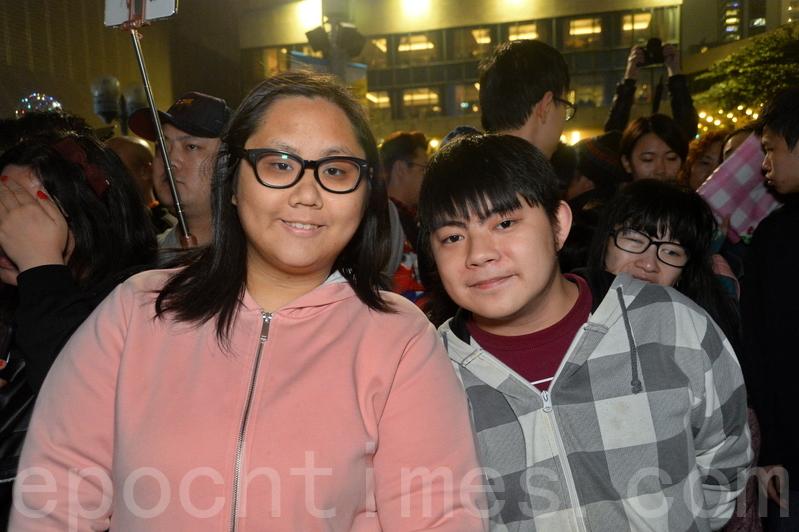 就讀廚藝學院西廚專業的文先生,同行朋友王小姐。(宋碧龍/大紀元)