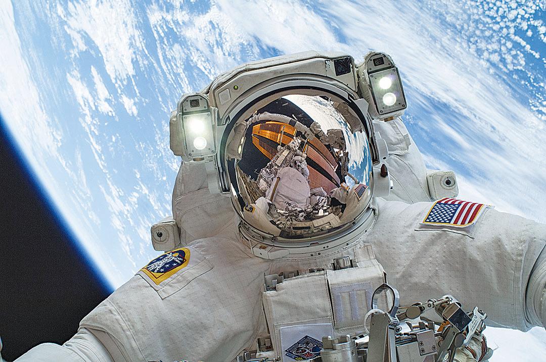 太空人常會看到劃過眼前的閃光,即使閉著眼睛也能看到。(NASA)