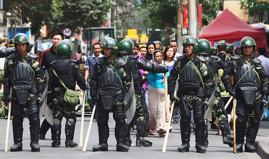 鎮壓七五事件的一批部隊,一大部份是提前5天從浙江來的,難道當局預先知道會有事情發生?(Guang Niu/Getty Images)
