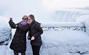 加拿大近80年來超低溫 尼亞加拉瀑布冰封