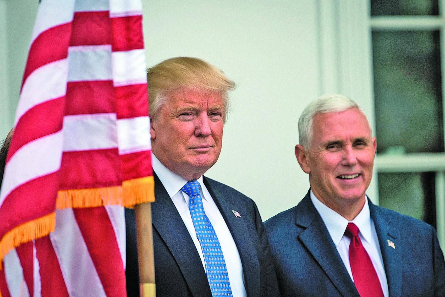圖為美國總統特朗普(左)與副總統彭斯。(Drew Angerer/Getty Images)