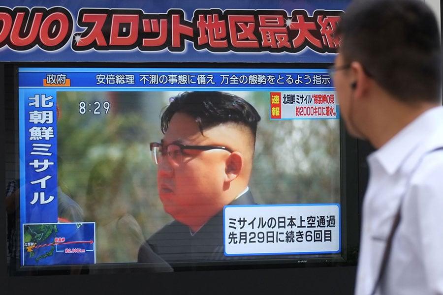 特朗普周二發推文說,金正恩首次表示要和南韓會談,是好是壞,「我們等著瞧」。(KAZUHIRO NOGI/AFP/Getty Images)