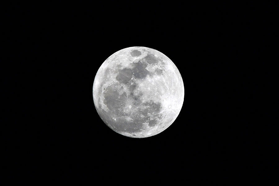 杜拜的超級月亮。(GIUSEPPE CACACE/AFP/Getty Images)