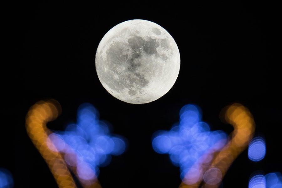 組圖:超級月亮為新年夜空帶來清麗之美