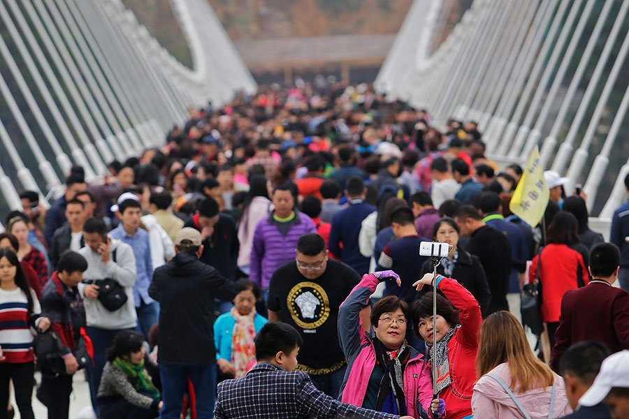 中共推出手機應用程式(app),動員民眾互相監督舉報,但如意算盤受挫,民眾對此app反映冷淡。(Wang He/Getty Images)