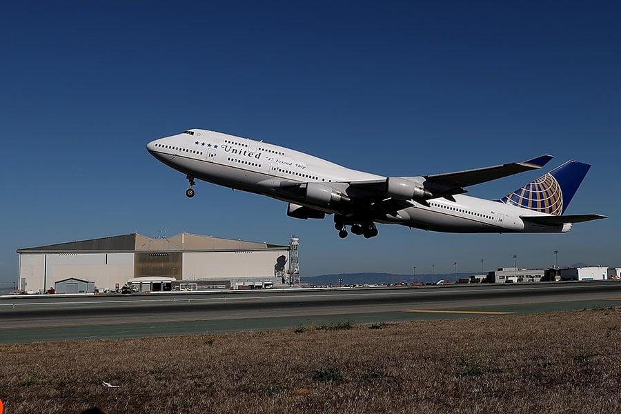 圖為聯合航空一架波音747客機。(Justin Sullivan/Getty Images)