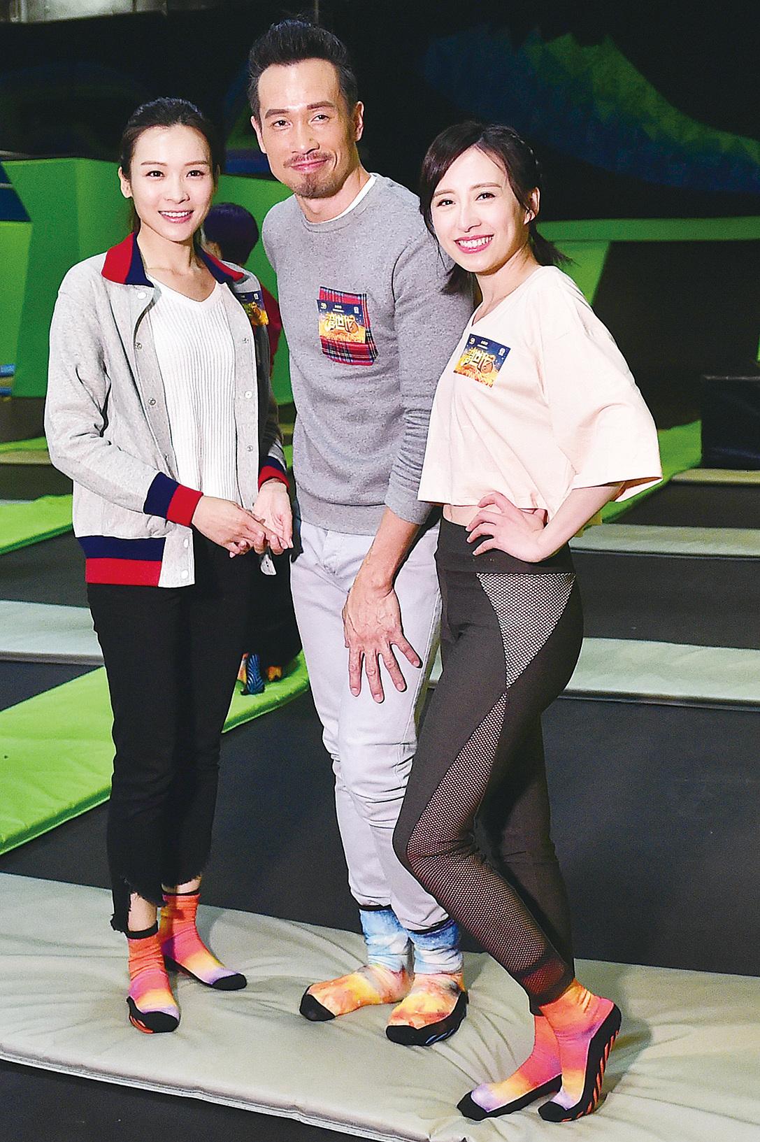 李佳芯(左)、陳豪(中)、龔嘉欣(右)出席《誇世代》宣傳活動。(郭威利/大紀元)