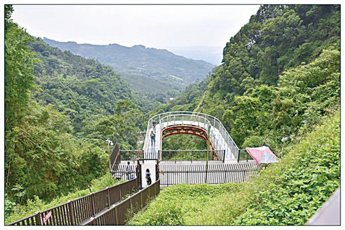 南投龍鳳瀑布天空步道。(網絡圖片)