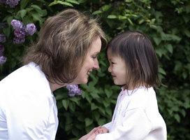 白人養母為中國女兒尋親 大陸網友迅速跟進
