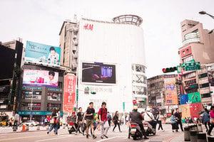 央視廣告登西門町大螢幕 台陸委會:已違法