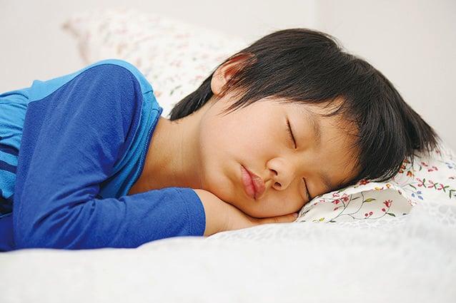 睡覺男孩。(fotolia)