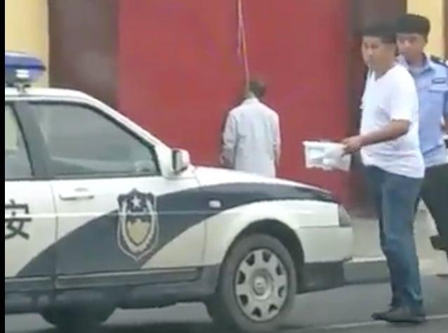 山東淄博市的一家企業,在中共「一刀切」的環保整治運動中被關停,總經理王慶紅4日凌晨在自己公司門口上吊自盡。(視像擷圖)