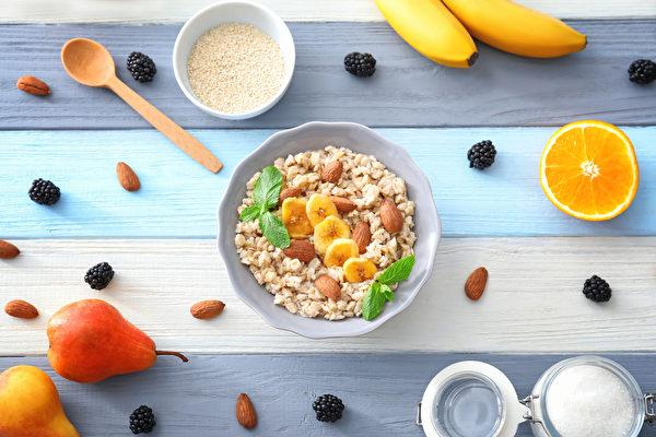 三餐飲食吃對,不僅可補足營養,還能預防慢性病。(Shutterstock)