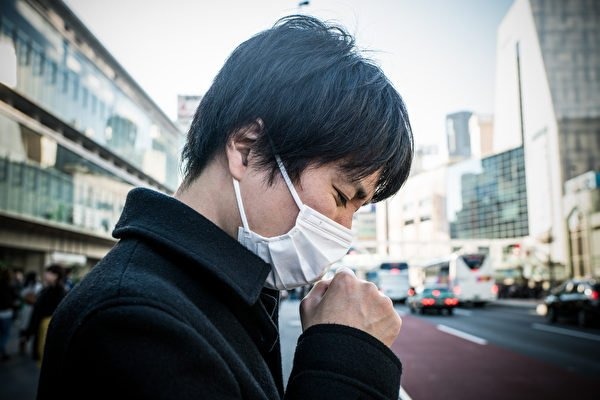當他把口罩拿下來後,我錯愕了。圖為示意圖。(Shutterstock)