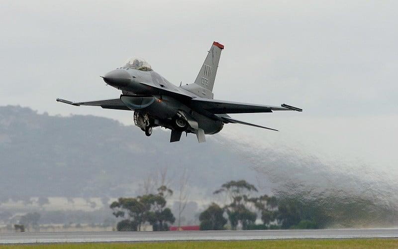美國空軍F-16C戰鬥機在起飛。(PAUL CROCK/AFP/Getty Images)
