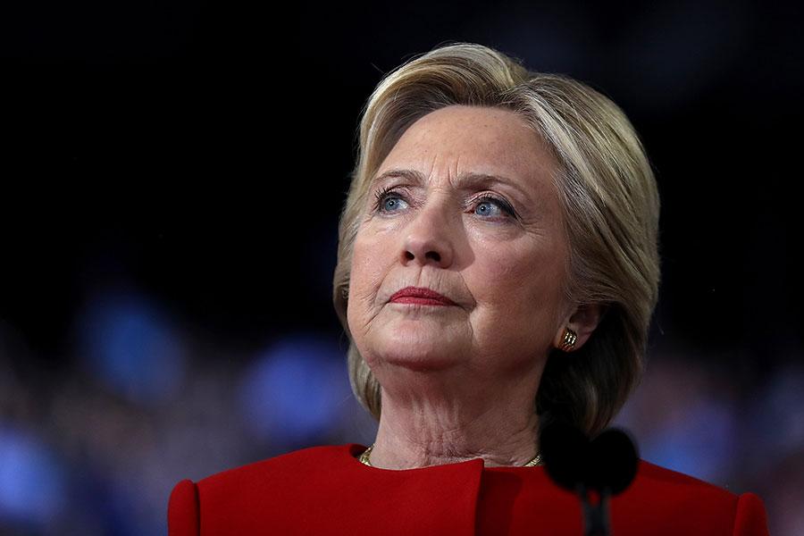 美國特別檢察官穆勒對通俄門的調查引發關注,但另外一個涉及2016年大選的調查將很快結束,可能成為新年的一顆炸彈。圖為希拉莉。(Justin Sullivan/Getty Images)