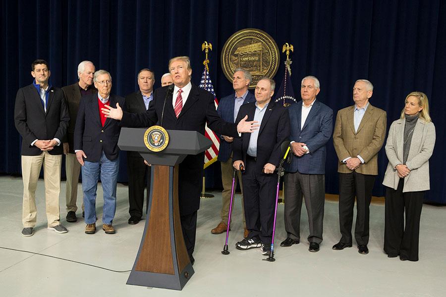周六,美國總統特朗普在大衛營召開記者會。(Chris Kleponis-Pool/Getty Images)