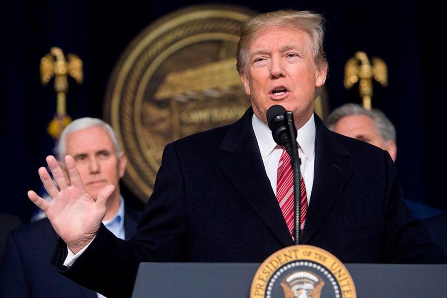 周六(1月6日),美國總統特朗普在大衛營(Camp David)召開記者會,簡要說明2018年重要施政,在回答記者問及是否可以和金正恩對話時表示,「絕對沒有問題」。(SAUL LOEB/AFP/Getty Images)