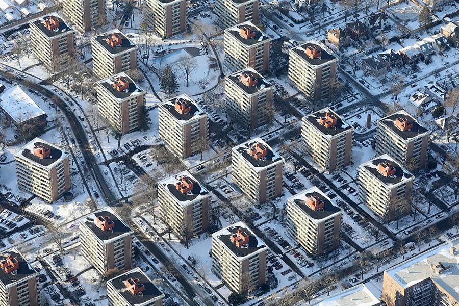 被稱為「炸彈氣旋」的一場冬季風暴侵襲美國東部地區已經數日,給東北部地區帶來暴雪和強風,以及破紀錄的低溫。圖為1月5日,紐約市航拍圖。(John Moore/Getty Images)