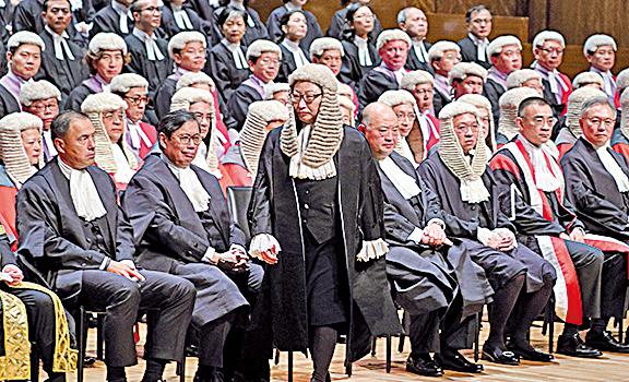 新上任的律政司司長鄭若驊也談及對《基本法》的理解。(李逸/大紀元)