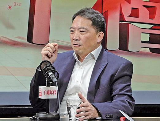 民主黨主席胡志偉表示,假如鄭若驊未能全盤解釋清楚,會考慮在議會內提出質詢。(蔡雯文/大紀元)