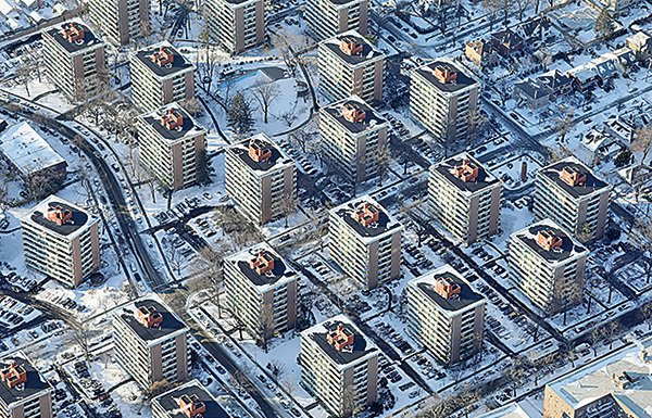 被稱為「炸彈氣旋」的一場冬季風暴侵襲,美國東部地區已經數日破紀錄低溫。圖為1月5日,紐約市航拍圖。(Getty Images)