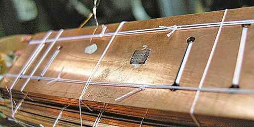 巴塞爾大學的科學家們利用納米電子芯片,達到了上述2.8毫開爾文的最新低溫。圖為實驗室中的芯片。(University of Basel)