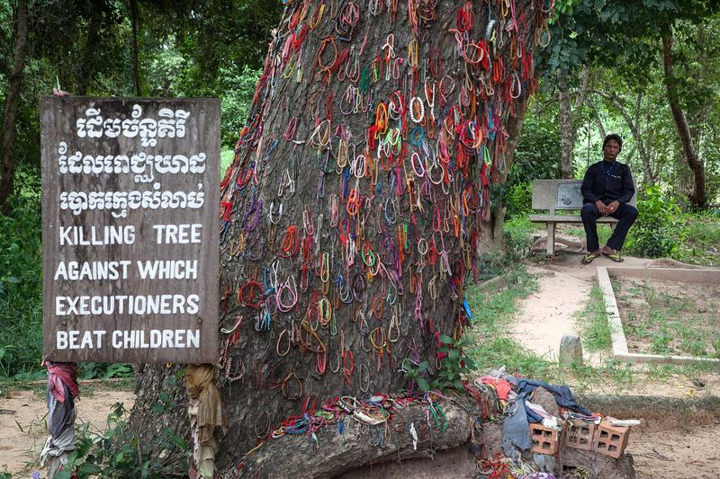 柬埔寨4萬餘民眾慶祝紅色高棉垮台39周年。圖為金邊瓊邑克殺戮場(萬人塚)的一棵大樹。1975至1979年柬埔寨紅色高棉當政期間,柬共暴徒用這棵樹將兒童活活撞死。(Omar Havana/Getty Images)