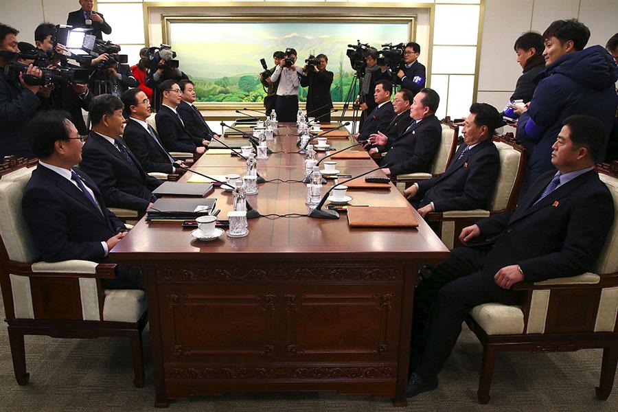 1月9日南韓與北韓於非武裝地帶的板門店的「和平之家」舉行會談。南韓提議為朝鮮半島無核化重啟對話。(KOREA POOL/AFP/Getty Images)