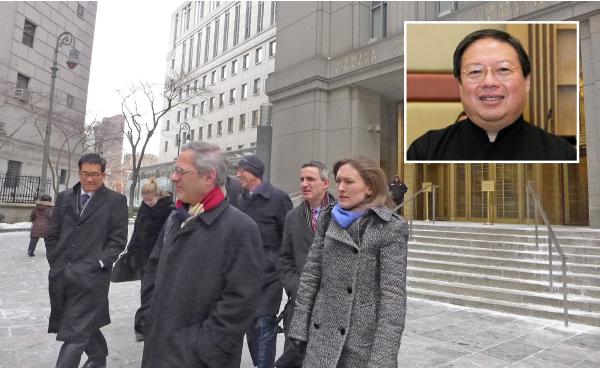 前民政事務局局長何志平(小圖)否認8項控罪,圖為提堂後其代表律師團隊離開法庭。左一為何的首席律師Edward Y. Kim。(蔡溶/大紀元)