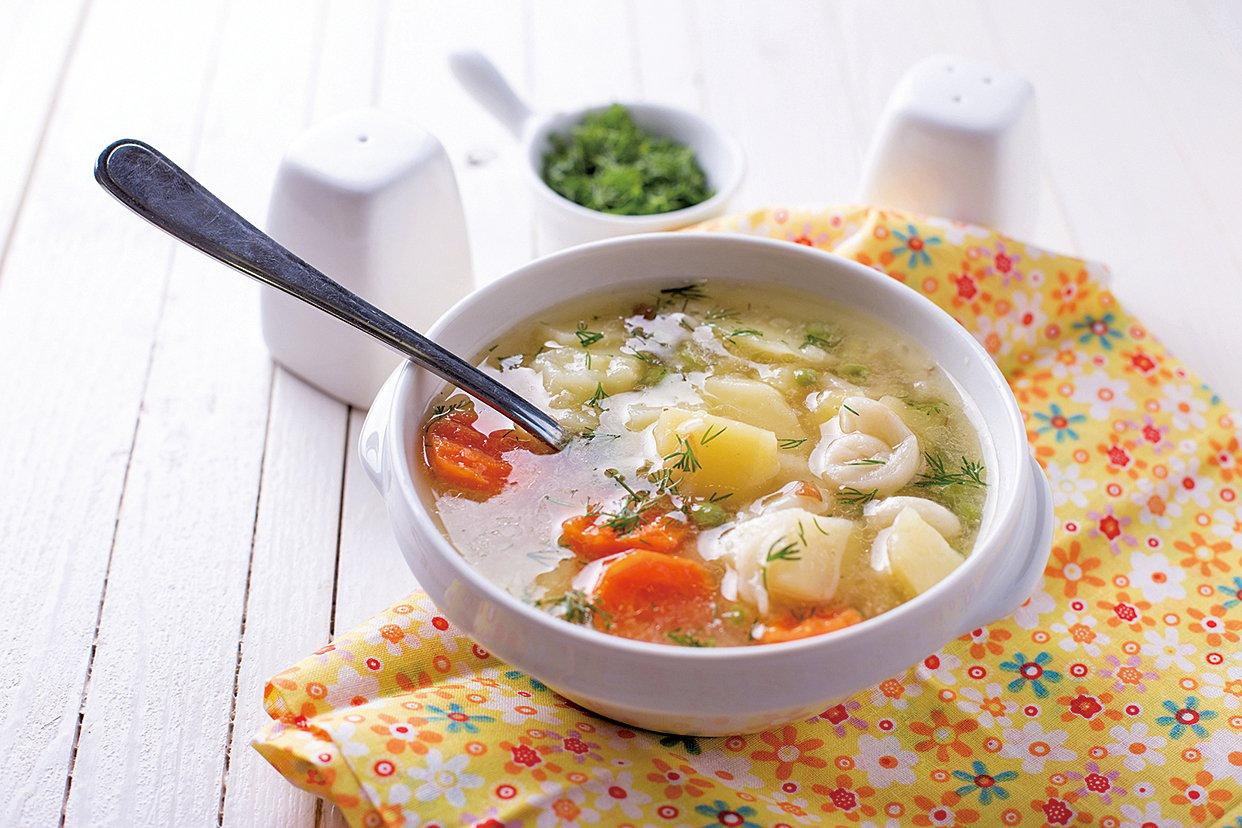 用薯仔和其它食材製成美味的蔬菜湯。