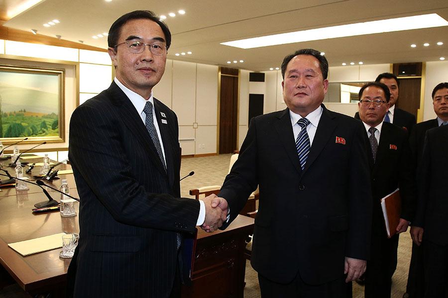 北韓和南韓1月9日舉行了兩年來首次官方會談,北韓同意參加在南韓舉行的冬奧會。美媒分析,這可能是金正恩給特朗普挖的一個陷阱。(Korea Pool/Getty Images)