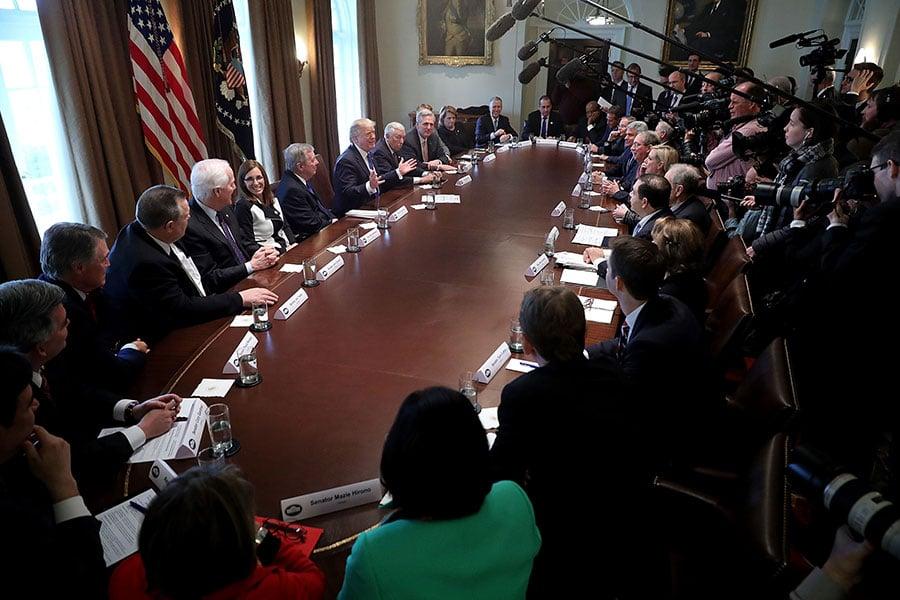 周二(1月9日),特朗普罕見地在白宮當著記者的面,召開兩黨會議,大約一小時,總計25名國會議員參加,多數是長期關注移民改革的議員。(Chip Somodevilla/Getty Images)