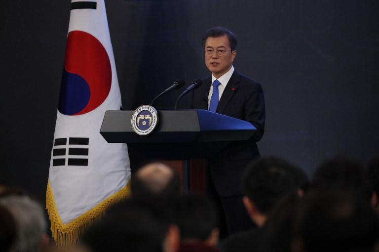 2018年1月10日,南韓總統文在寅在漢城總統藍宮的新年新聞發佈會上發表演講。文在寅說,朝鮮半島的無核化是「通往和平的道路,也是我們的目標」。(AFP PHOTO/POOL/KIM HONG-JI)