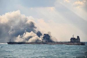 中國東海撞船油輪開始爆炸 距上海160海里