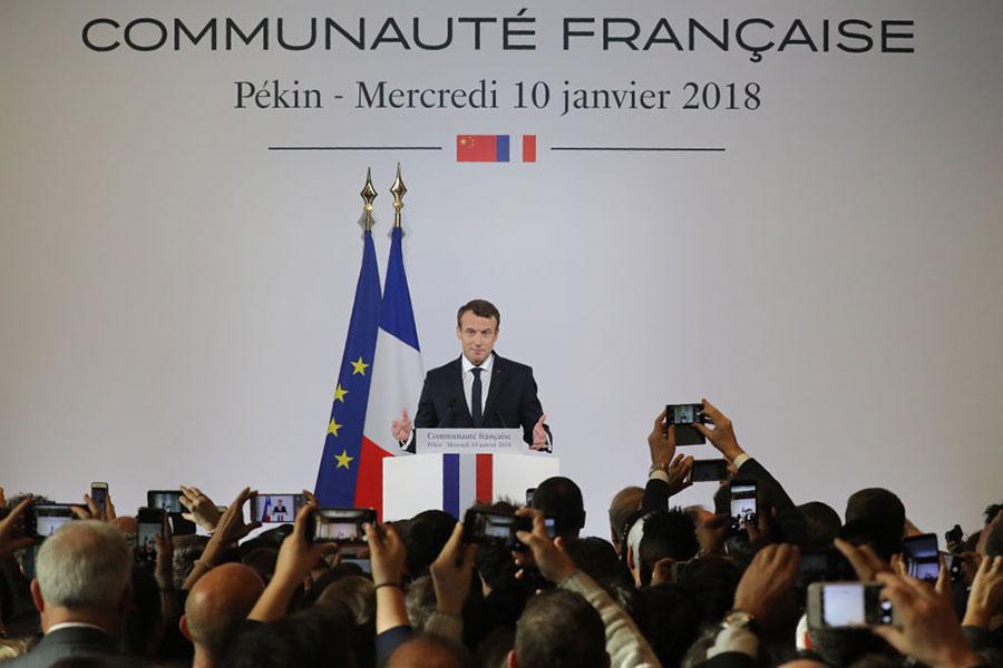 法國總統馬克龍3天訪華行程10日結束,但備受關注的空巴訂單並未落地,備受媒體關注。圖為馬克龍在10日下午的記者會上。(LUDOVIC MARIN/AFP/Getty Images)