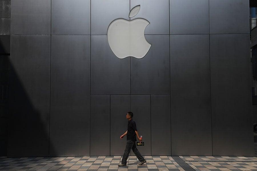蘋果公司已經通知中國大陸用戶,從下個月開始,他們所有的數據將被儲存在中國境內。該公司此舉是為了遵循中共2017年推出的《網絡安全法》。(GREG BAKER/AFP/Getty Images)